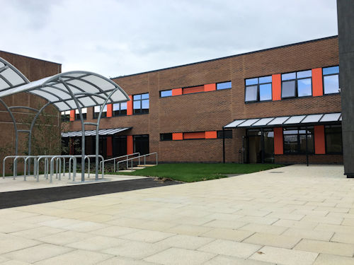 Canopies and Shelters Installed at Murray Park Community School in Derbyshire