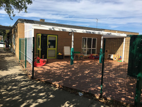 Flitwick Children S Centre Wall Mounted Canopy Able